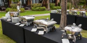 Catering-w-plenerze-–-w-jaki-sprzęt-należy-się-wyposażyć-300x150