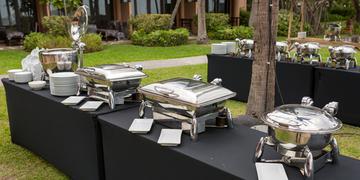 Catering w plenerze – w jaki sprzęt należy się wyposażyć