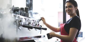 Jakie urządzenia gastronomiczne powinny znaleźć się w kawiarni