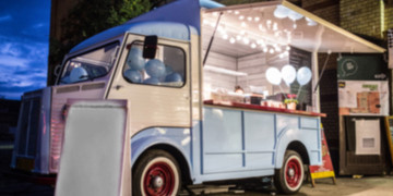 Biznes-na-kolkach-–-jaki-sprzet-gastronomiczny-jest-niezbedny-w-food-truckach